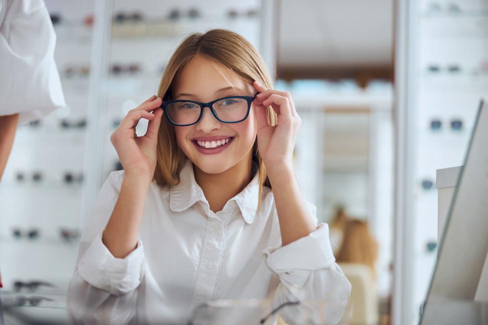 Online Optical shop in Dubai: a new feature to choose prescription lenses